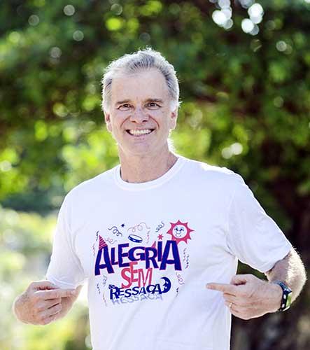 O técnico supercampeão do vôlei Bernardinho convida para desfile do Alegria Sem Ressaca nesse sábado em Copacabana